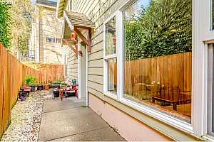 More Details about MLS # 17025378 : 700 BARTON AVE 1