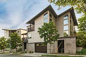 More Details about MLS # 17167944 : 512 SE 60TH AVE 202