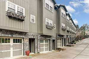More Details about MLS # 17510552 : 4654 SW CONDOR AVE 8
