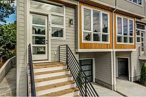 More Details about MLS # 17649410 : 3874 SE 26TH AVE