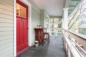 MLS # 17698574 : 2127 NW IRVING ST  UNIT 302