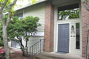 MLS # 18063135 : 10845 SW MEADOWBROOK DR  UNIT 44