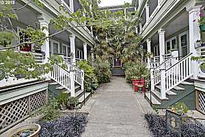 MLS # 18106074 : 2127 NW IRVING ST  UNIT 305