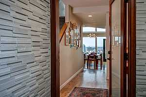 MLS # 18114012 : 2212 SW HOFFMAN AVE  UNIT 6