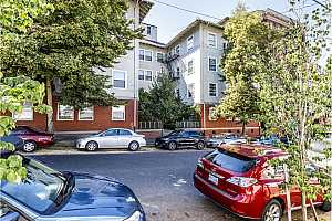 MLS # 18179783 : 731 SW KING AVE  UNIT #3