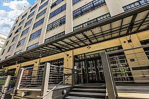 MLS # 18194833 : 1400 NW IRVING ST  UNIT 408