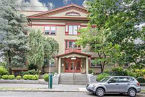 MLS # 18202337 : 2129 NW NORTHRUP ST  UNIT 11