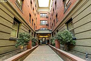 MLS # 18218702 : 2109 NW IRVING ST  UNIT 407