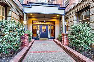 MLS # 18236140 : 2109 NW IRVING ST  UNIT 104