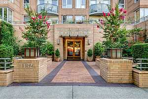 MLS # 18245110 : 1132 SW 19TH AVE  UNIT 405
