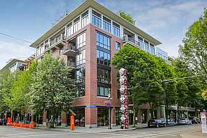 MLS # 18245782 : 725 NW 10TH AVE  UNIT 403