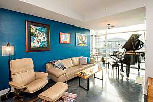 More Details about MLS # 18251666 : 910 SE 42ND AVE 250