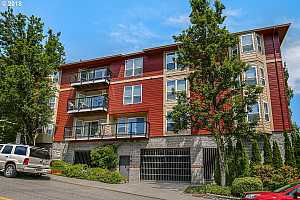 More Details about MLS # 18282331 : 1033 SW GIBBS ST 102