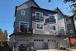 MLS # 18292086 : 18512 NW RED WING WAY  UNIT 202