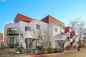 MLS # 18337191 : 606 NW NAITO PKWY  UNIT A21