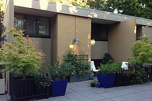 MLS # 18412836 : 255 SW HARRISON ST  UNIT TH11