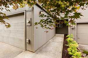 MLS # 18432304 : 17594 NW SHOREWOOD DR