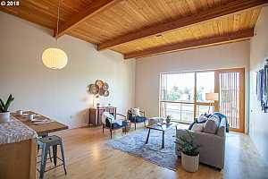 MLS # 18472624 : 915 SE 35TH AVE  UNIT 403