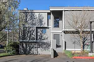 MLS # 18483386 : 637 SE LINN ST  UNIT A