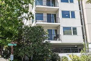 MLS # 18512766 : 2211 SW PARK PL  UNIT 201