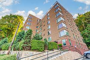 MLS # 18533511 : 1205 SW CARDINELL DR  UNIT 302