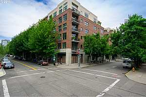 MLS # 18540176 : 820 NW 12TH AVE  UNIT 322