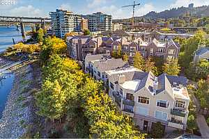 MLS # 18573738 : 225 SW MONTGOMERY ST  UNIT G-9