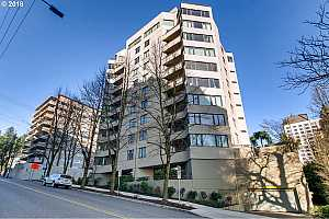 MLS # 18595954 : 2245 SW PARK PL  UNIT 8C