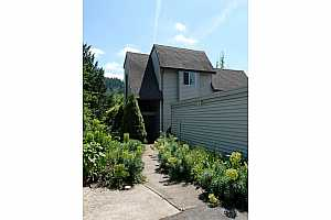 MLS # 19025650 : 200 SW FLORENCE AVE  UNIT G-17