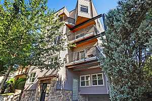 More Details about MLS # 19051451 : 2241 NW PETTYGROVE ST 1