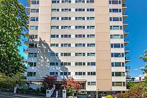 MLS # 19118927 : 2211 SW PARK PL  UNIT 303