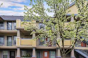 MLS # 19144963 : 9837 NE IRVING ST  UNIT 319