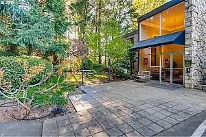 MLS # 19145470 : 1500 SW SKYLINE BLVD  UNIT 19
