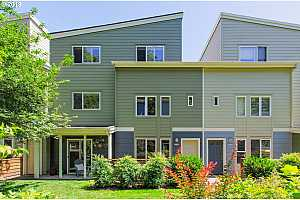 More Details about MLS # 19180388 : 3822 SE 16TH AVE