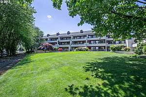 MLS # 19237163 : 5250 SW LANDING DR  UNIT 303-B