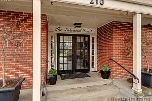 MLS # 19256333 : 210 S STATE ST 8