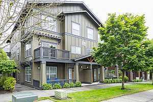 MLS # 19270804 : 1010 SW 170TH AVE  UNIT 201
