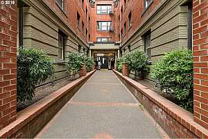 MLS # 19279689 : 2109 NW IRVING ST  UNIT 208