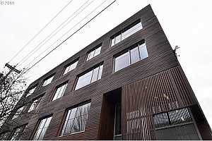 MLS # 19328992 : 2538 NW THURMAN ST  UNIT 201