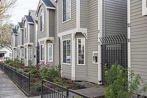 More Details about MLS # 19388194 : 3812 SW KELLY AVE 9