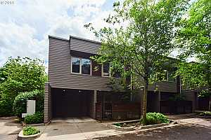 More Details about MLS # 19394986 : 3102 SW DOLPH CT B6