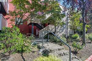 MLS # 19406353 : 720 NW NAITO PKWY D12