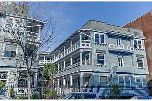 MLS # 19423866 : 2127 NW IRVING ST  UNIT 302