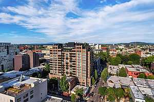 MLS # 19503640 : 333 NW 9TH AVE 712