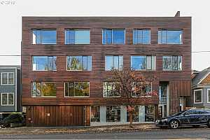 MLS # 19522283 : 2538 NW THURMAN ST  UNIT 201