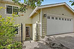 More Details about MLS # 19571340 : 519 NW LAMONDE TER