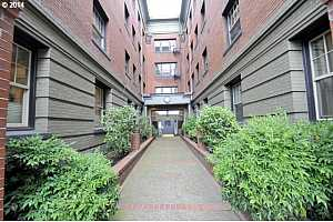 MLS # 19646871 : 2109 NW IRVING ST  UNIT 307