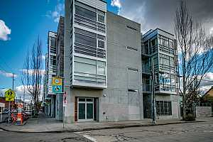 More Details about MLS # 19666595 : 910 SE 42ND AVE 480