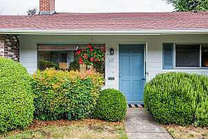More Details about MLS # 19669075 : 117 SE 52ND AVE
