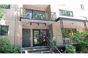 MLS # 19669358 : 2021 SW MAIN ST  UNIT 68